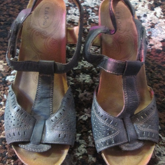 Shoes - Taos Size 9